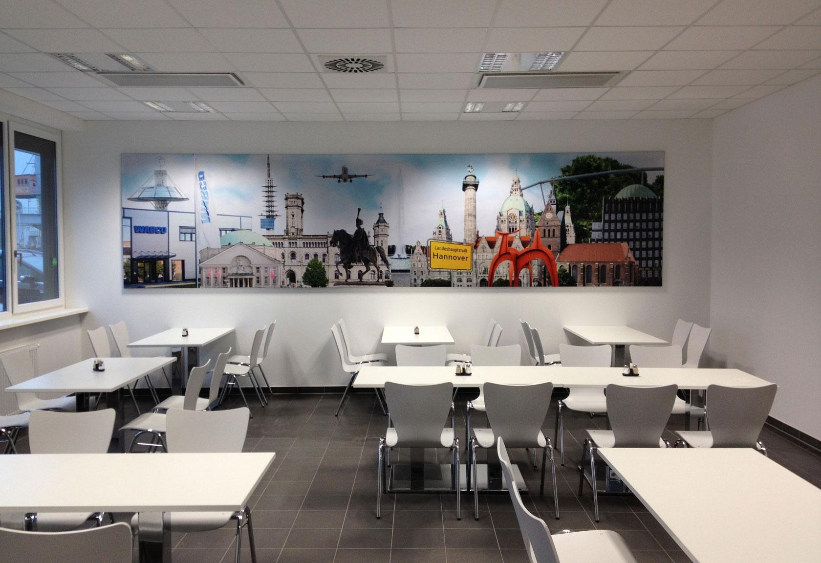 Cafeteria mit Schallabsorbierenden Wandbildern